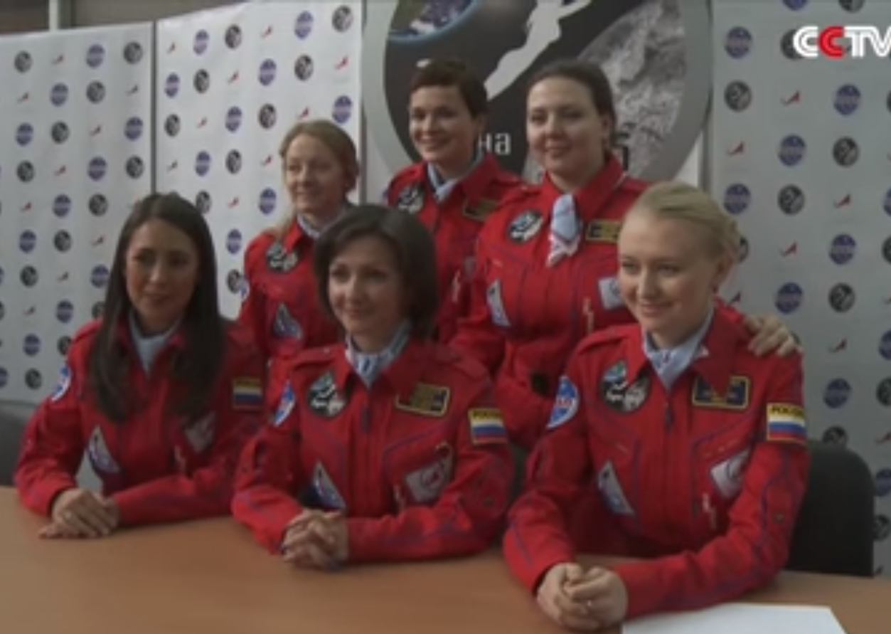 The crew of 6 Russian women prior to entering isolation