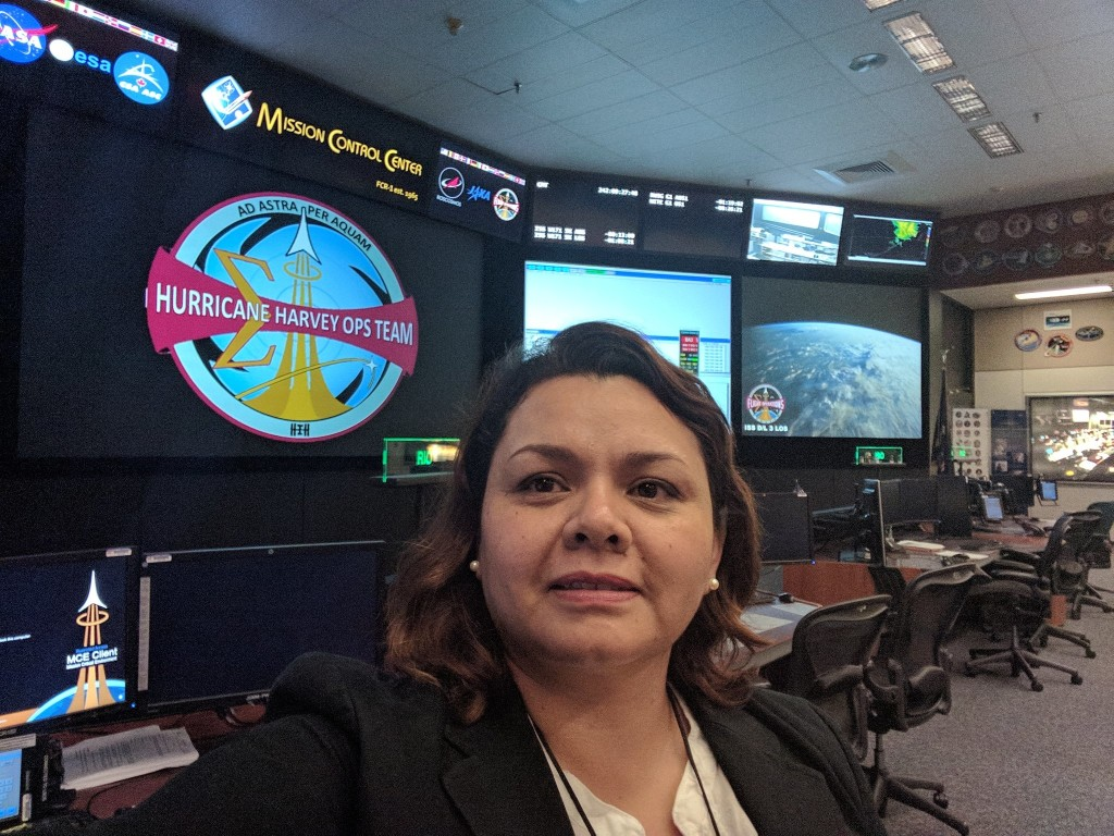 Dorothy Ruiz in Mission Control at NASA Johnson Space Center during Hurricane Harvey. (Copyright: Dorothy Ruiz. Source: https://twitter.com/DorothyRuiz/status/903259274004099072)